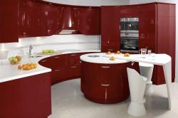 Кухня с преобладающим красным цветом