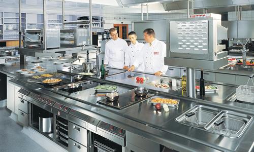 Кухня с современным оборудованием