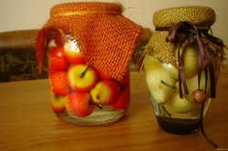 Декоративные бутылки с овощами и фруктами