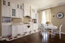Белый кухонный стол в стиле кантри