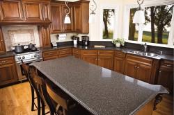 Кухонный стол из искусственного камня с глянцевой поверхностью