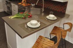 Кухонный стол из искусственного камня нестандартной формы