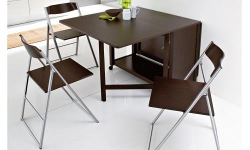 Складные стулья в интерьере кухни