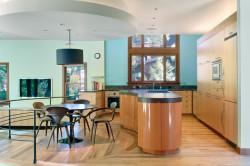 Мебель светлых оттенков на кухне