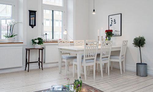 Белый кухонный стол в интерьере
