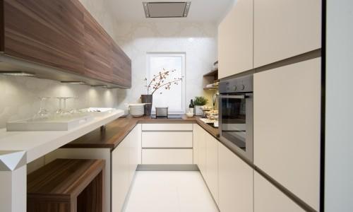 Функциональная узкая кухня