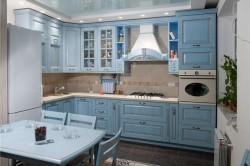 Кухня в нежно-голубых тонах