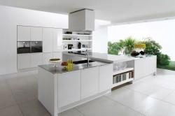 Дизайн белой кухни из глянца