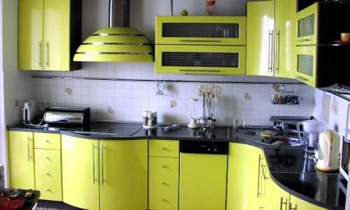 Дизйн кухни с гнутым фасадом