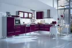 Кухонный гарнитур фиолетового цвета