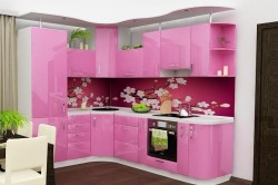 Кухонный гарнитур розового цвета
