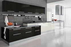 Кухонный гарнитур с черным и белым цветом