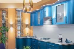 Кухня с сочетанием нескольких голубых тонов