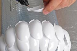 Создание люстры из пластиковой бутылки и ложек