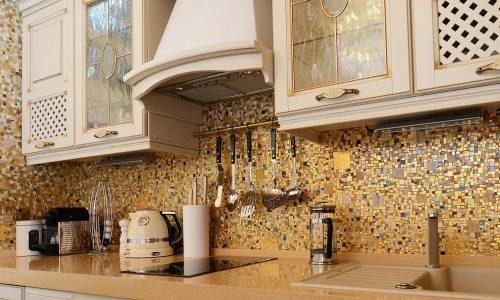 Красивая мозаика в интерьере кухни