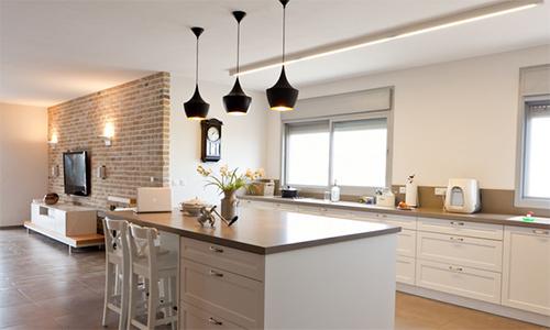 Освещение кухни подвесными светильниками
