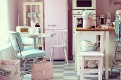 Розовая кухня в ретро стиле 60-х годов