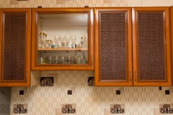 Кухня отделанная ротанговым полотном