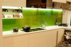Фартук на кухне из закаленного стекла
