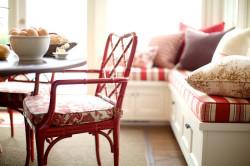 Удобные сиденья в кухне