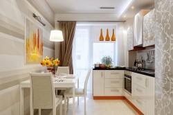 Светлая прямая кухня