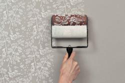 Покраска стены валиком с аппликацией