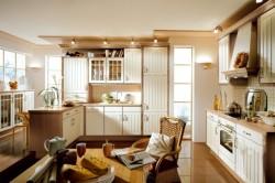Оформление кухонной мебели в ванильном цвете