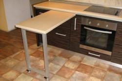 Выдвижной стол с ножками