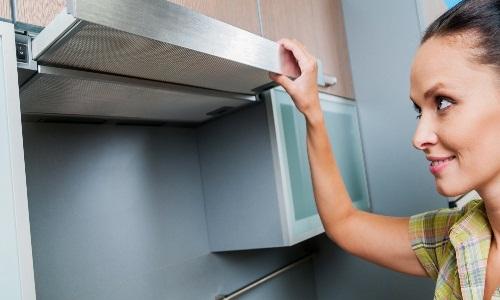 Необходимость в чистке кухонной вытяжки